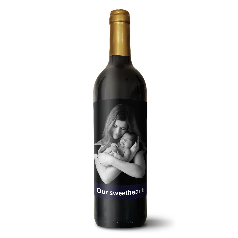 Červené víno s vlastní etiketou