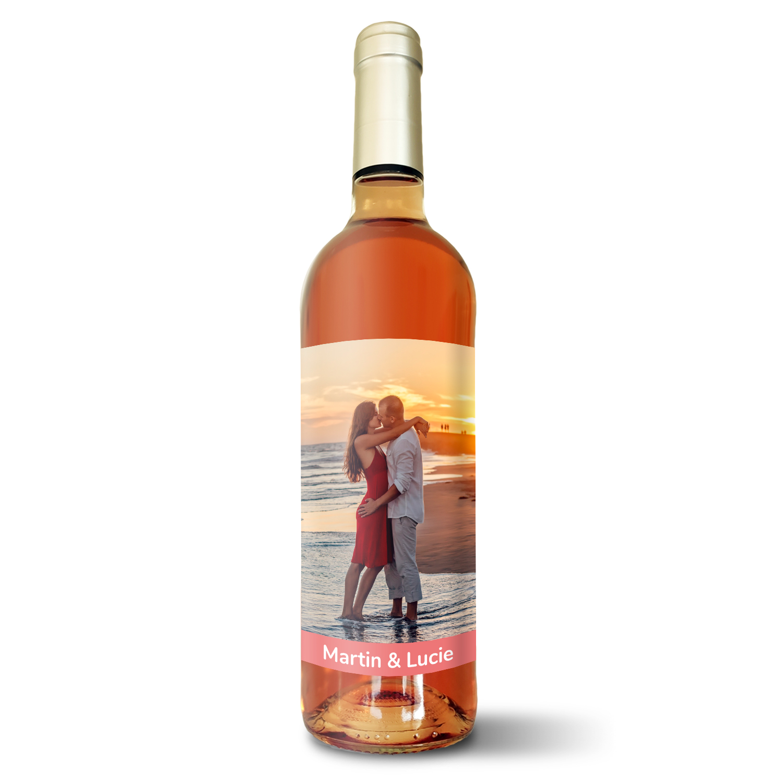 Růžové víno s vlastní etiketou