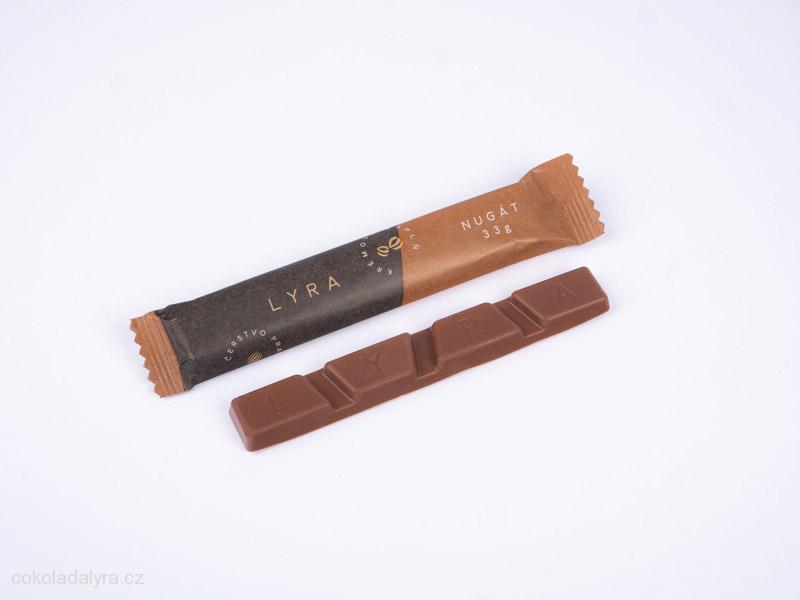 Tyčinka z hořké čokolády s nugátovou náplní
