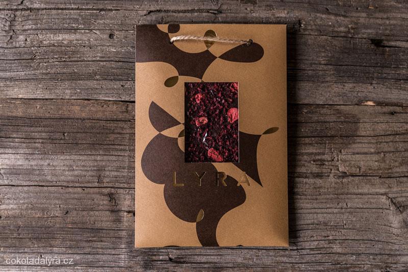 Prémiová hořká čokoláda s lyofilizovaným ovocem