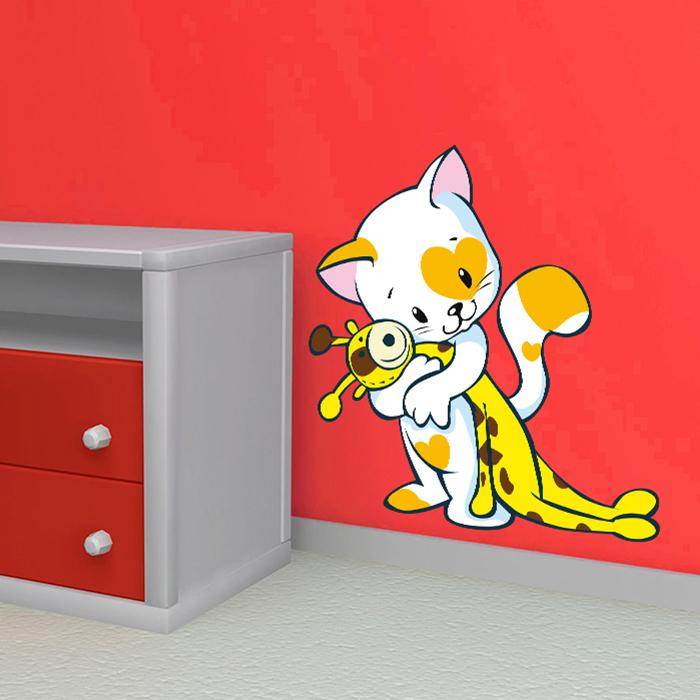 Kočička s plyšákem