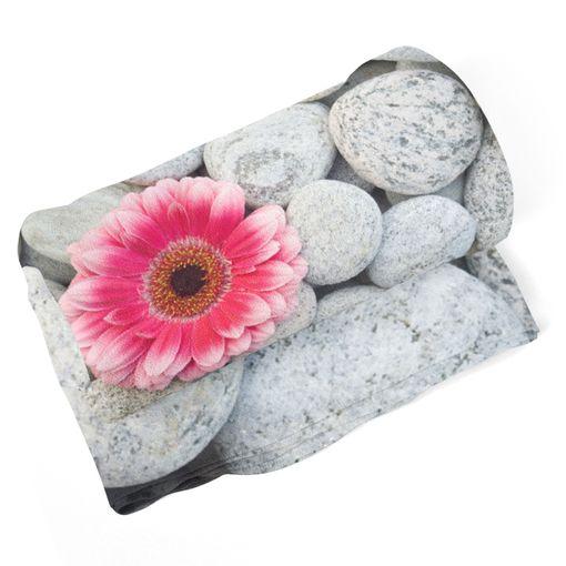 Gerbera na kamenech