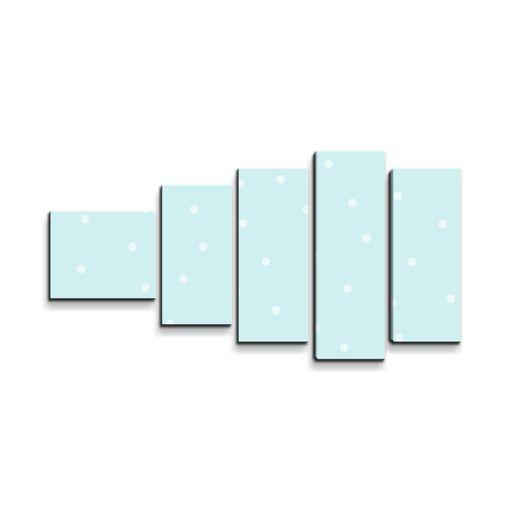 Tečky na bledě modré