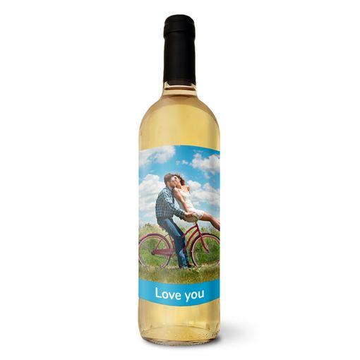Bílé víno s vlastní etiketou