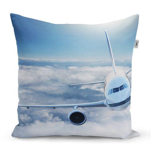 Letadlo v oblacích