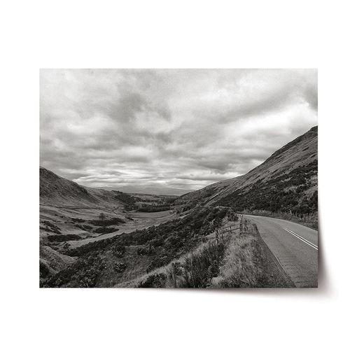 Černobílé údolí
